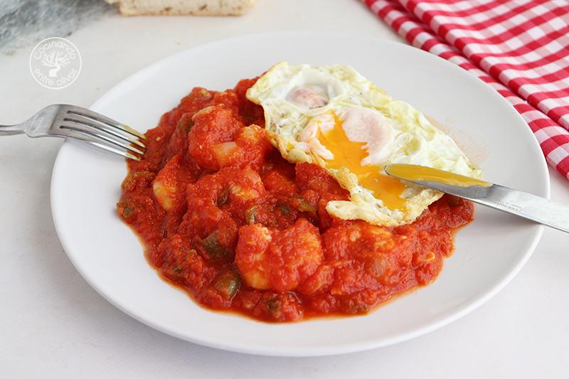Langostinos con tomate