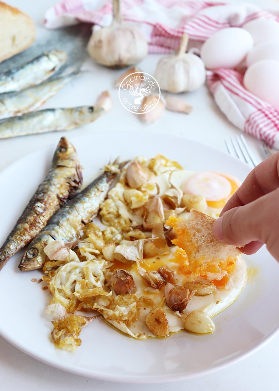 Huevos fritos con espichás