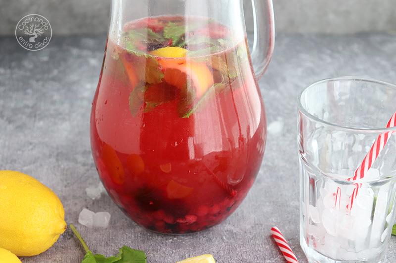 Limonada con frutos rojos