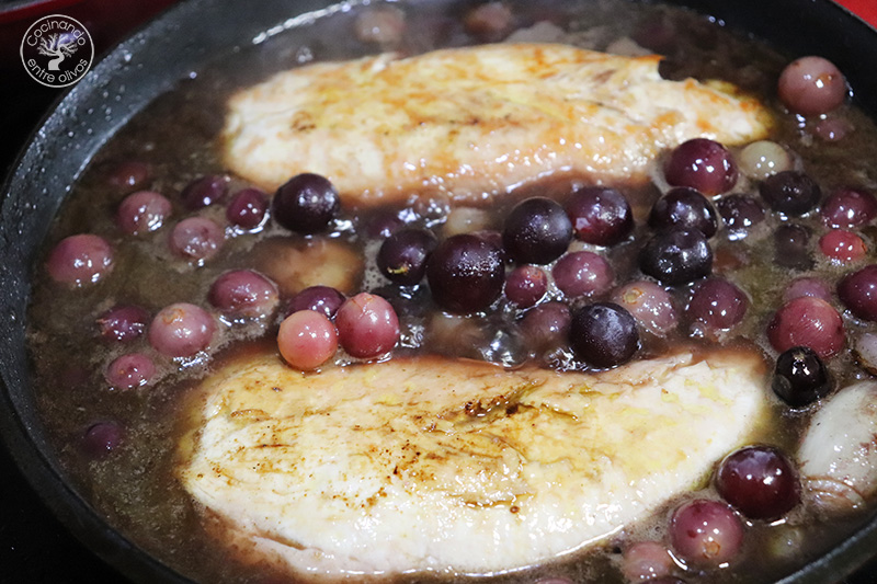 Solomillo de pavo con uvas y vino tinto