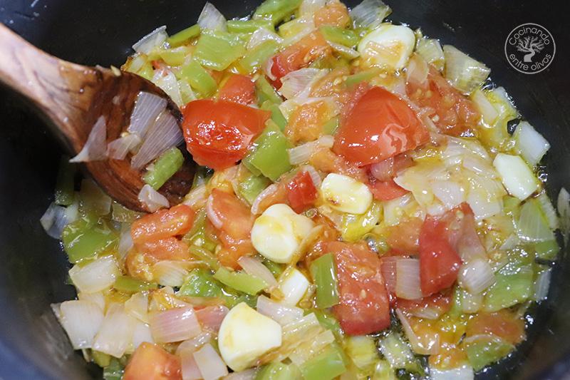 Sopa de almendras con panecillos