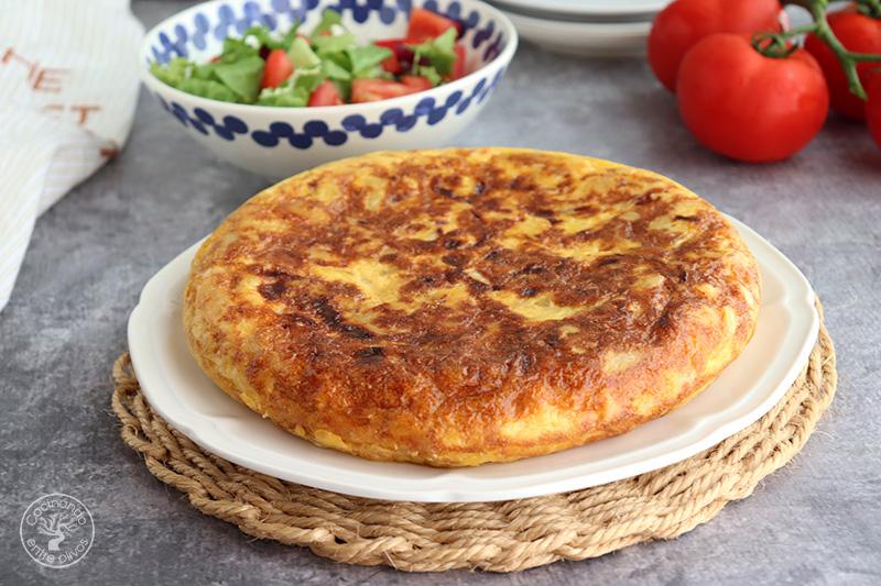 Tortilla de patatas rellena de jamón y queso