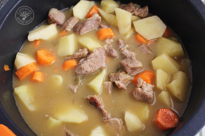 Guisaillo de carne con patatas